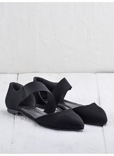 Elle Bant Detaylı Babet Siyah